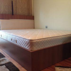 ΣΕΤ κρεβατοκάμαρας (κρεβάτι, στρώμα, συρταριέρα, καθρέφτης) 1 έτους έπιπλα