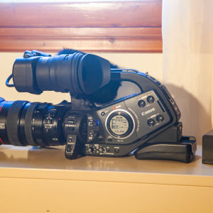 Canon XL-H1 3-CCD Native 16:9 High Definition 1080i Camcorder with 20x HD Video Zoom Lens, SMPTE TC, Genlock, FireWire and HD/SD-SDI Output