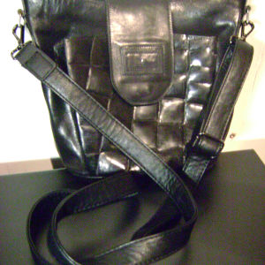 68f98748a0 Τσάντα μαύρη αυθεντική λουστρίν donna… - € 45 - Vendora.gr
