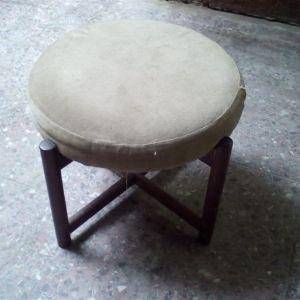 Σκαμπό ξύλινο στρογγυλο