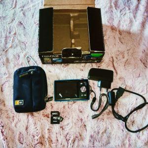 Πωλείται κάμερα με θήκη και κάρτα μνήμης.