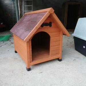 Πωλούνται δυο σκυλόσπιτα: ένα ξύλινο κι ένα από PVC...