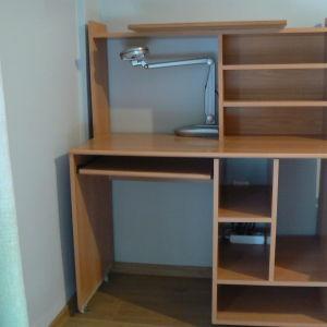 Πωλείται γραφείο σε άριστη κατάσταση, ιδανικό για μαθητές και φοιτητές.