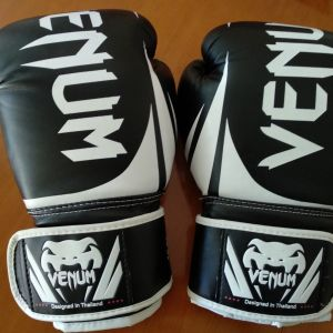 Γάντια μποξ Venum 10oz χρώμα μαύρο