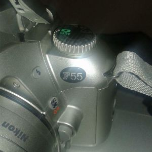 Πωλείται φωτογραφική μηχανή με φιλμ ημιαυτόματη