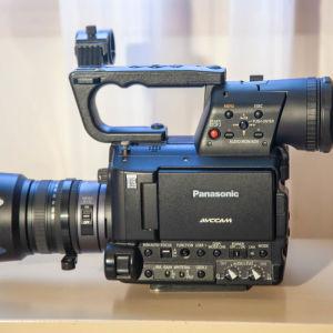 PanasonicAG-AF100 Professional Memory Card Camcorder μαζί με τον φακό της Lumix 14-140/4-5.8