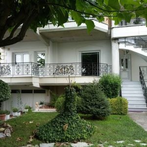 Ενοικιάζεται διαμέρισμα 117 τ.μ. στη Σωτήρα Τρικάλων, μπροστά στη πλατεία Τρικάλων.