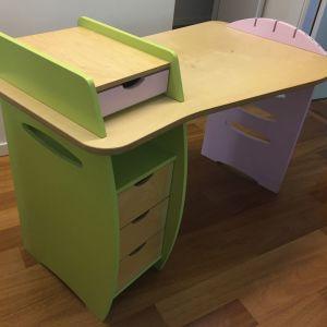 Παιδικό γραφείο και καρέκλα