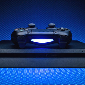 Playstation 4, 4 DualShock controllers, 8 games, 1 charging station