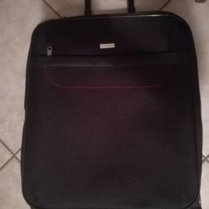 Μεγάλη κόκκινη βαλίτσα