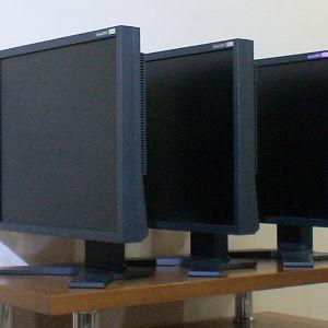 3 Eπαγγελματικές Οθόνες ΕΙΖΟ Flexscan 19''