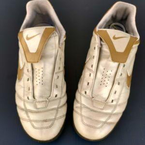 Ποδοσφαιρικά παπούτσια 5 5 Nike 4fdd2562b44