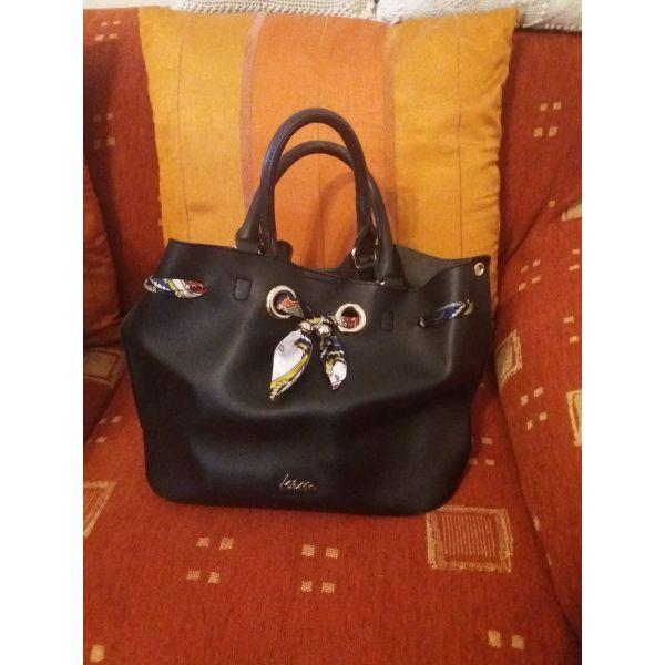 2a6c8f1a676a Τσάντα ΚΕΜ μαύρη δερμάτινη με μαντήλι - € 35 - Vendora.gr