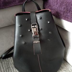 Πωλείται τσάντα πλάτης frnc
