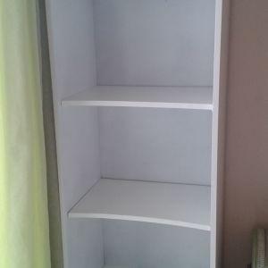 Πωλούνται 2 βιβλιοθήκες - στήλες