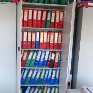 Βιβλιοθήκη μεταχειρισμένη γραφείου, Υ 1,90 εκ* Π 84 εκ*  Β 42 εκ, Γκρι, σε πλειστηριασμο , τιμη πρώτης προσφοράς 13,50 €