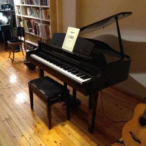Πωλείται ηλεκτρικό πιάνο μαύρου χρώματος