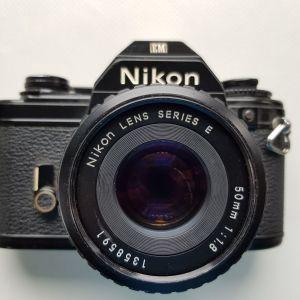 Πωλούνται φωτογραφικές μηχανές και φακοί