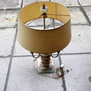 Δίφωτο επιτραπέζιο φωτιστικό με μπρούτζινο σκελετό