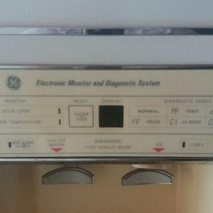Πωλείται ψυγείο ντουλάπα διφυλλο  λευκό χρώμα μεταχειρισμένο jeneral electric  με παροχή νερού  και παγομηχανη