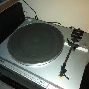 Yamaha P-220 με κεφαλοβελονα audio techinica