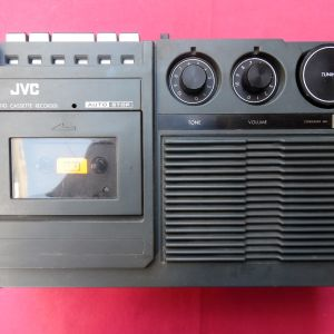 Ραδιοκασετόφωνο JVC της δεκαετίας του '80.