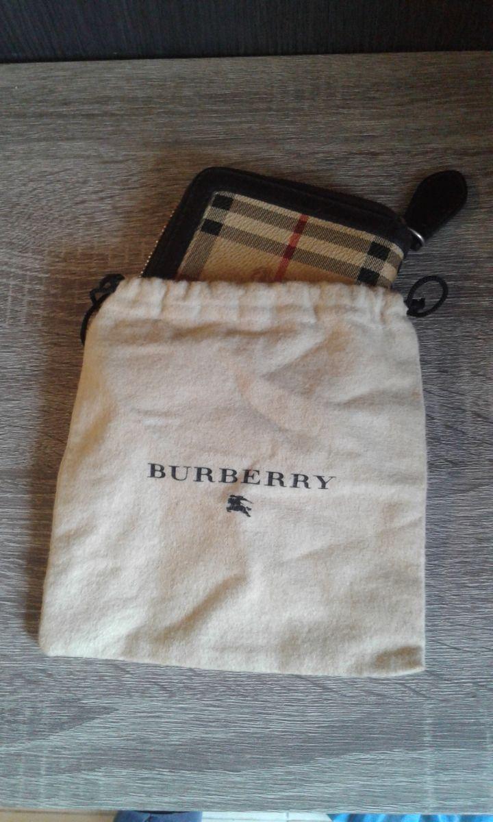 af43e2f525 Αυθεντικό πορτοφόλι Burberry - € 70 - Vendora.gr