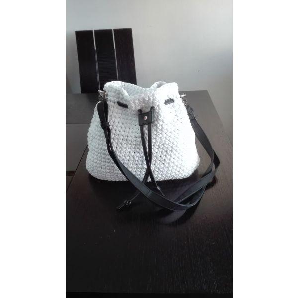 ff0ea80bad Πλεκτή τσάντα ώμου με δερμάτινες λεπτομέρειες - € 40 - Vendora.gr