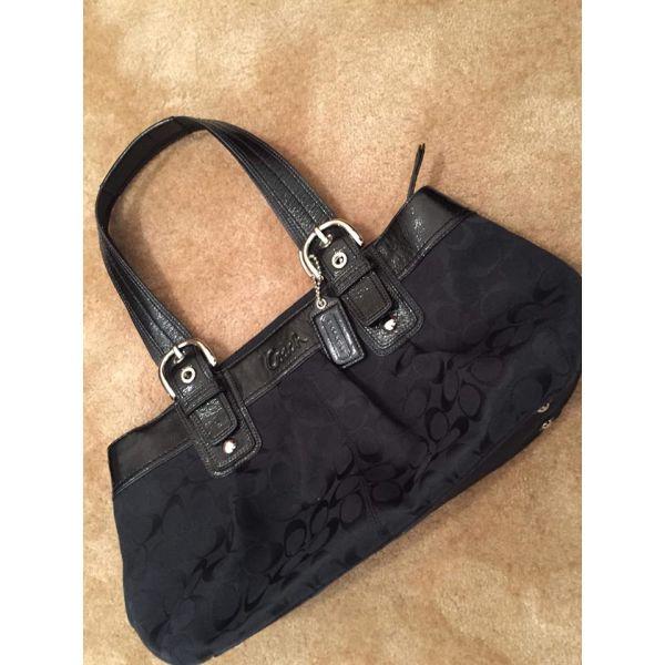Τσάντα ώμου Coach μαύρη - αγγελίες σε Πάτρα - Vendora.gr d3caeea0bab