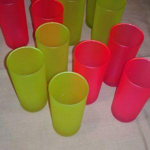 Ποτήρια νερού πολύχρωμα.