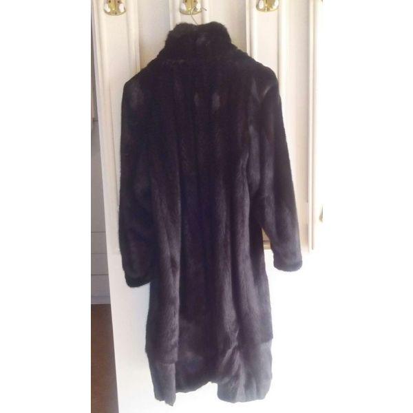 Πωλείται γυναικεία γούνα παλτό - αγγελίες σε Ίλιον - Vendora.gr b0f47d7bacb