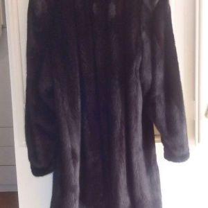 Πωλείται γυναικεία γούνα ημίπαλτο - αγγελίες σε Ίλιον - Vendora.gr 04e7cea20f5