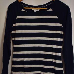 Ριγέ μπλούζα με denim λεπτομέρεια