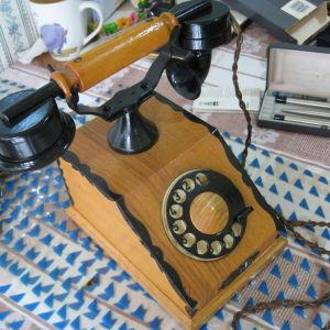 Ξύλινο τηλέφωνο