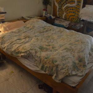 Κρεβατοκάμαρα μασίφ ξύλο