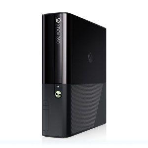 Xbox 360 Slim E 500GB μαύρο & 2 λευκά ασύρματα τηλεχειριστήρια σε άριστη κατάσταση + FIFA18 !!!