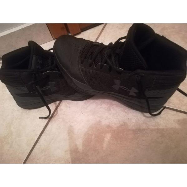 μεταχειρισμενα Παπούτσια παιδικά μπάσκετ UNDER ARMOUR. papoutsia pedika  mpasket UNDER ARMOUR 87d9c775ef8