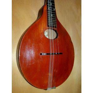 Πωλείται μαντολινο Gibson A-Jr. κατασκευασμένο γύρω στο 1923 στην Αμερική. Πολύ καλή κατάσταση. Πλήρως λειτουργικό
