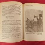 """Δίτομο έργο με τίτλο """" ΑΡΗΣ ΒΕΛΟΥΧΙΩΤΗΣ- Ο ΠΡΩΤΟΣ ΤΟΥ ΑΓΩΝΑΣ"""" σε δερματόδετο βιβλίο."""