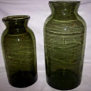 Δυο γυάλες φυσητες προπολεμικές πράσινες