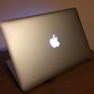 Πωλείται MacBook Air