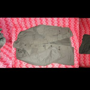 Στρατιωτικά ρούχα καινουρια αφόρετα.