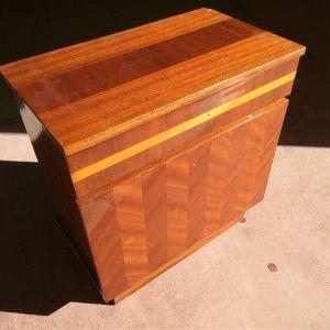 Κομοδίνο ξύλινο