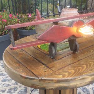 Χειροποίητο ξύλινο αεροπλάνο επιτραπέζιο φωτιστικό σε vintage ύφος