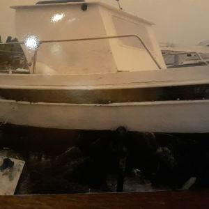 Πωλείται επαγγελματική βάρκα ψαρέματος