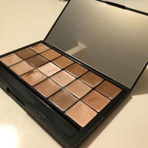 Παλέτα makeup και concealer 18 αποχρώσεων κατάλληλο και για contouring