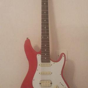 Πώληση ηλεκτρικής κιθάρας ASHTON, σε άριστη κατάσταση, ελαφρώς μεταχειρισμένη μαζί με θήκη.