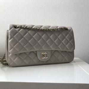 Δερμάτινη τσάντα καπιτονέ τύπου Chanel flap bag large μπεζ