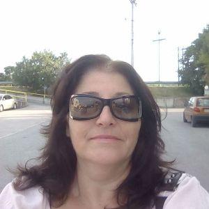 Αξιοπρεπής και έμπιστη κυρία Ελληνικής καταγωγής