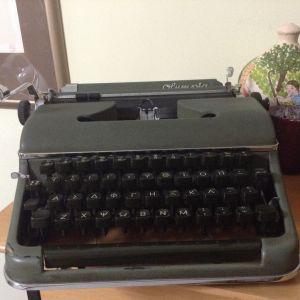 Vintage Γραφομηχανή Olympia model SM2 του 1951 σε άριστη κατάσταση! ΜΟΝΟ 280€ σε άριστη κατάσταση!!!